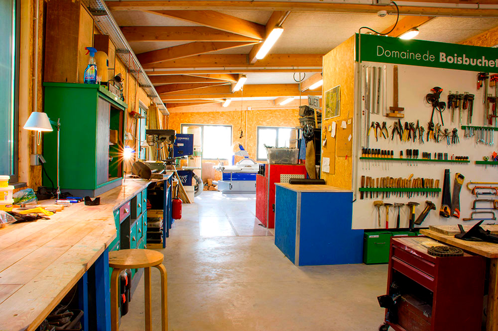 Materials and tools in the Atelier ©Domaine de Boisbuchet